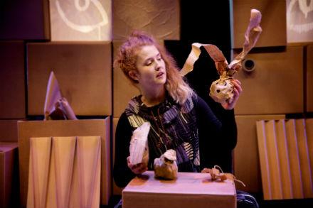 Familjelördag: Räven i det kolsvarta mörkret – Teater Pero