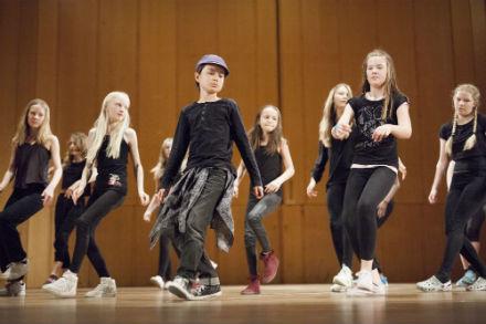 Streetdance / Showdans / Gymnastik. 9-12 år. Terminskurs