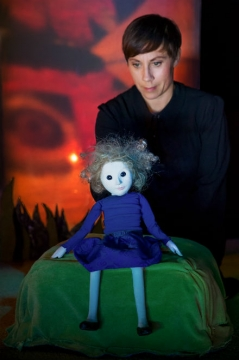 Familjelördag: Alice – Marionetteatern FULLBOKAD