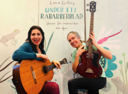 Familjelördag: Under ett rabarberblad – Länsmusiken med Anja Bigrell