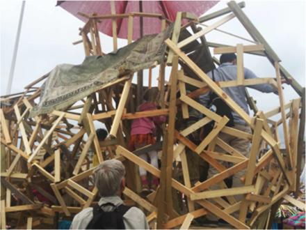 Var med och bygg en jätteinsekt på Marcusplatsen