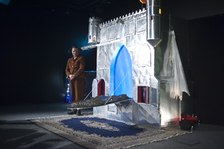 Familjelördag: Det Flygande Slottet Panoptikon Larsson – Zirkus Lokomotiv