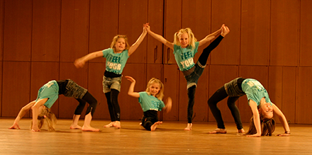 Showdans/ Gymnastik/ Streetdance 8-9 år Terminskurs