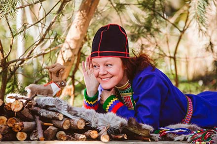 Familjelördag: Biejvve bájttá (solen skiner) – samisk musikteater